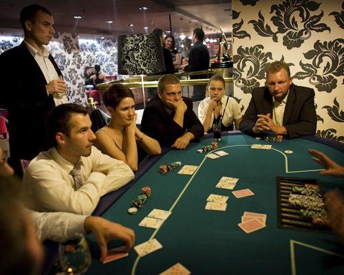 Stół do zabawy w Pokera Texas Holdem - Zabawa w kasyno, kasynowy najem